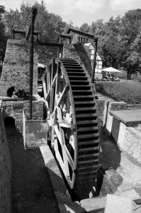 06 Bad Nauheim Wasserrad bw